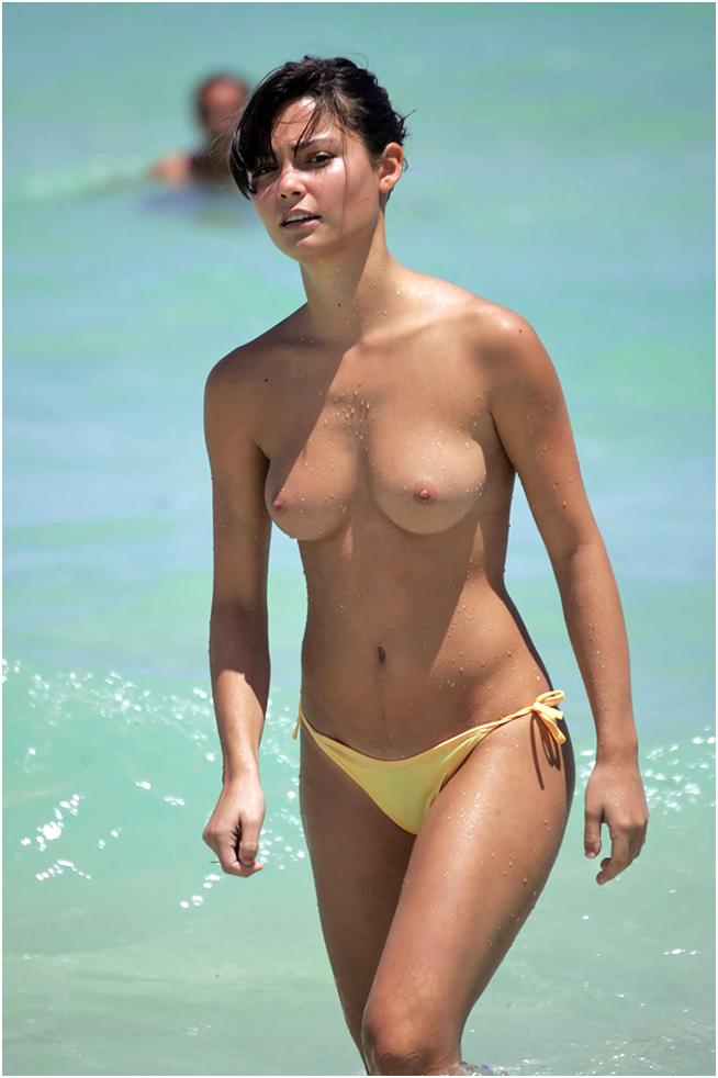 More Bare Boobs At The Beach